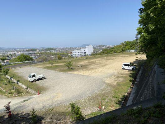 飯野山 弥生の広場